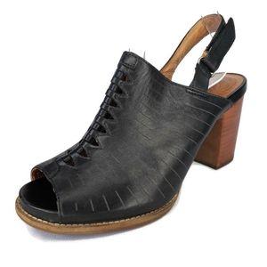 Clarks Artisan Briatta Leather Block Heel Sandals